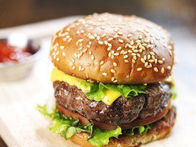 Hamburguesa Clásica | Esta una forma de preparar hamburguesas muy fácil y con ingredientes al alcance de todos, quedan deliciosas.