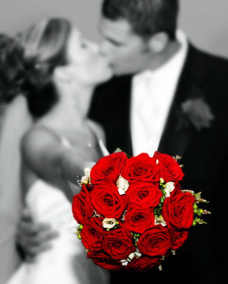 Black, white and red wedding colors, red rose bouquet, bride and groom kissing, by Ponce's Portraits