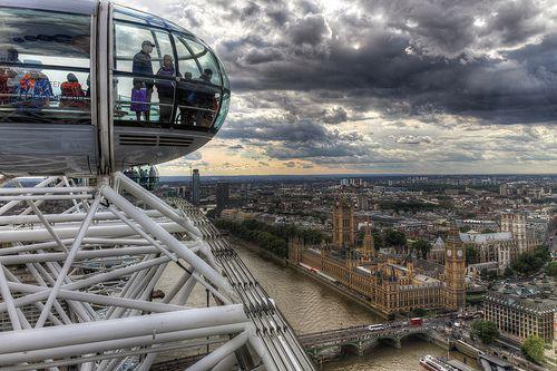 Das London Eye, auch bekannt unter der Bezeichnung Millennium Wheel, ist mit einer Höhe von 135 Meter das derzeit höchste Riesenrad Europas. Es steht im Zentrum von London am Südufer der Themse, nahe der Westminster Bridge. (Wikipedia)  Facebook Fanp . i love it, Have a look here to get discount in london and free guid : visitarlondon.blogspot.com  #visitlondon #london  #Westminster Abbey #londres #londopicture