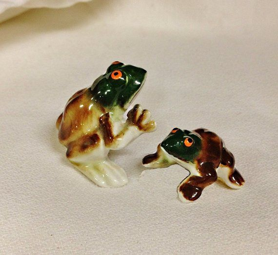 18 95 Where Can You Buy Two Vintage Porcelain Miniature Frogs Here And They Are Too Adorable They Have B Vintage Porcelain Vintage Miniatures Ceramic Frogs