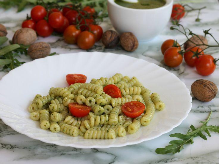 FUSILLI AL PESTO DI RUCOLA ricetta pasta con noci e pecorino