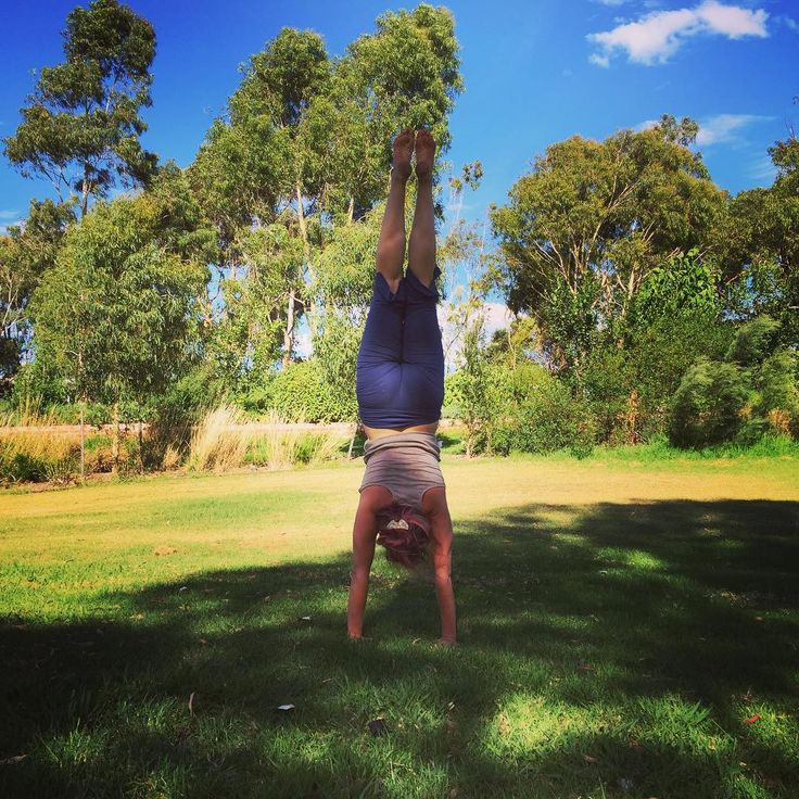 Park yoga is on tonight at 6.15 😀 and we'll be focusing on shoulders and building up to some handstands. My handstand is definitely a work in progress, but this #handstandfebruary I've been practicing every day with @ranelovesyoga and I'm really feeling the difference! The park is the best place to practice, since the grass is soft so you can be a bit more fearless as you build your confidence. I also have some great alternatives to help build strength and help your alignment for future…