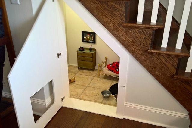 L'idea geniale: come trasformare il sottoscala in una camera da letto per il cane