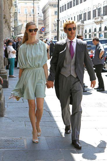 Pierre Casiraghi e Beatrice Borromeo bellissimi al matrimonio degli amici milionari. Tutte le foto | People