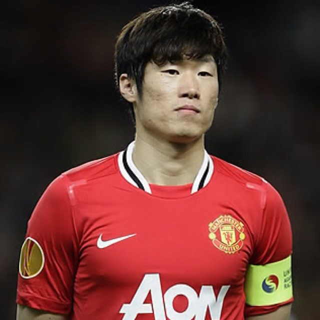 Manchester United's Ji-Sung Park wears the captains armband.