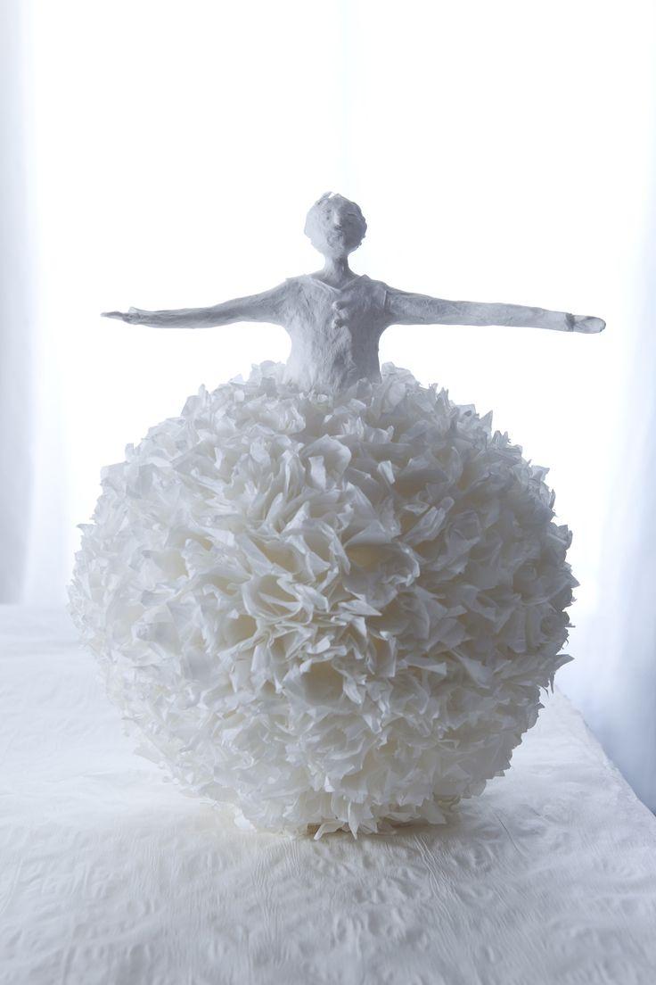 Equilibriste . 2009 - Sculptures papier - Sophie Mouton-Perrat & Frederic Guibrunet
