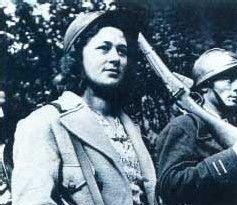 Résistante. Notre sujet aujourd'hui : les femmes et la résistance. Traditionnellement, la guerre est une affaire d'hommes. Mais la Seconde Guerre Mondiale, le plus souvent pour le pire et plus rarement pour le meilleur, a bousculé les traditions. Dès l'été 1940, alors que les armées nationales sont écrasées, les soldats prisonniers et qu'Hitler domine toute l'Europe continentale, quelques voix s'élèvent pour dire non et résister ; d'abord isolées, puis peu à peu, organisées en réseaux.