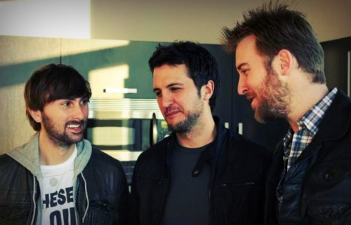 luke bryan and charles kellie are the sexiest men.. dave haywood ain't bad either haha :)