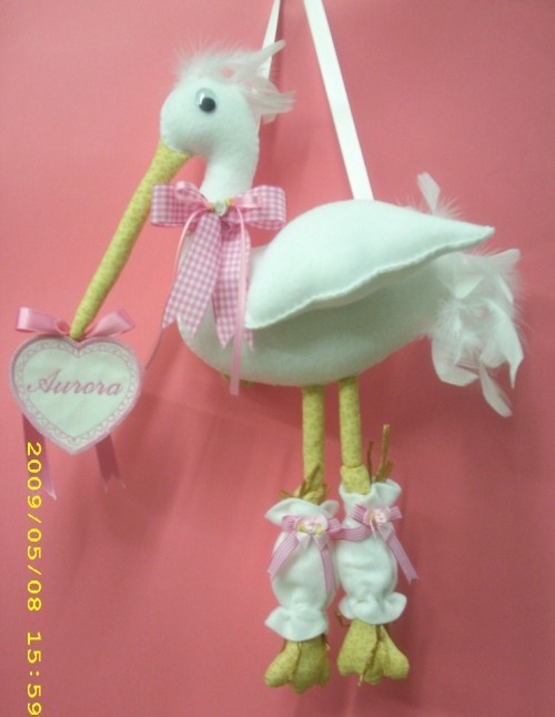 .This would be adorable to make... there is not a pattern on this site... but would not take too much to figure this out.