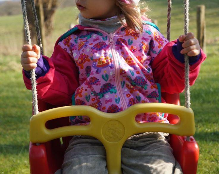 Kindergeburtstag: Das bedeutet Spielen und Toben und trotzdem etwas Buntes, Besonderes tragen!Ich zeige Euch die Kindermode und inbesondere die aktuellen Jacken von Babauba und verlose einen 50 Euro Gutschein an Euch.