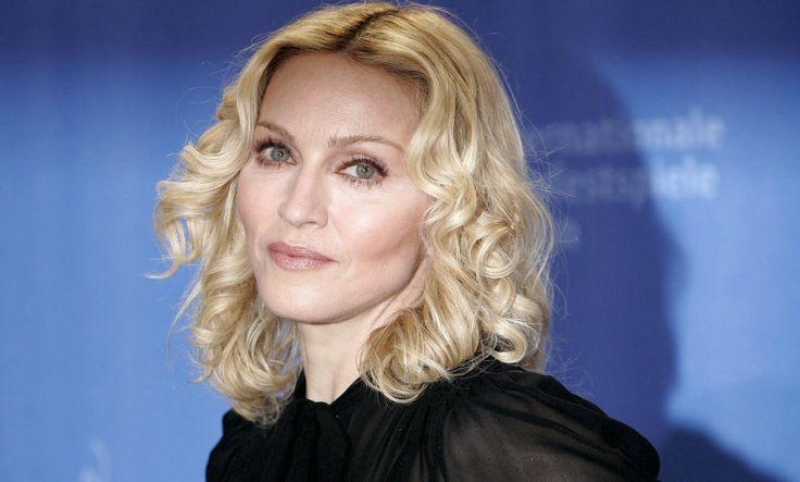 Madonna speecht tijdens haar concert om de aanslagen in Parijs te herdenken en barst in tranen uit. Ze zingt daarna, vol emoties, het nummer 'Like a Prayer'. Tijdens haar optreden in het Zweedse Stockholm zegt ze: