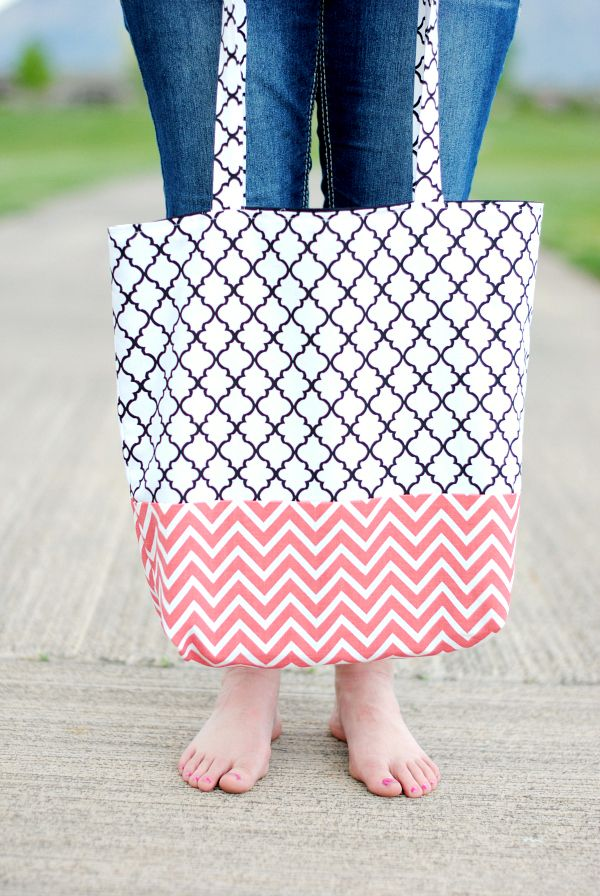 Simple Tote Bag Pattern :: Just made one of these for my 11 year old  knitting student~super simple and fast to whip up. Straps are a bit long,  ...