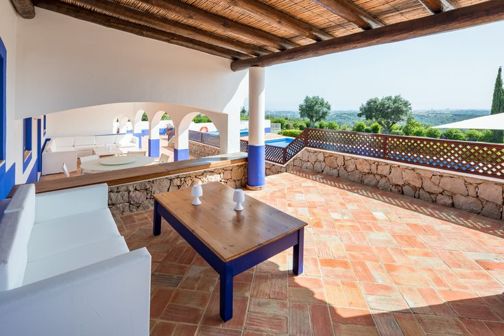 Detail: patio of Rental Holidays Rustic Large Villa in Boliqueime, up to 10 people. Photos of our catalogue of rental holiday villas in the Algarve, Portugal. Ideal for weddings, events, meetings, celebration, birthdays, stag parties, hen parties, holidays, family vacations, romantic trips and more!