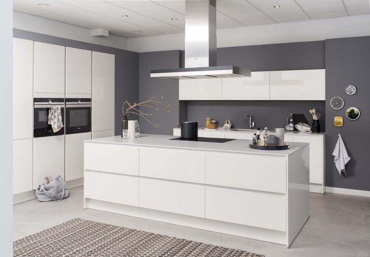 Moderne witte keuken Polino met kookeiland - Grando keukens & Badkamers