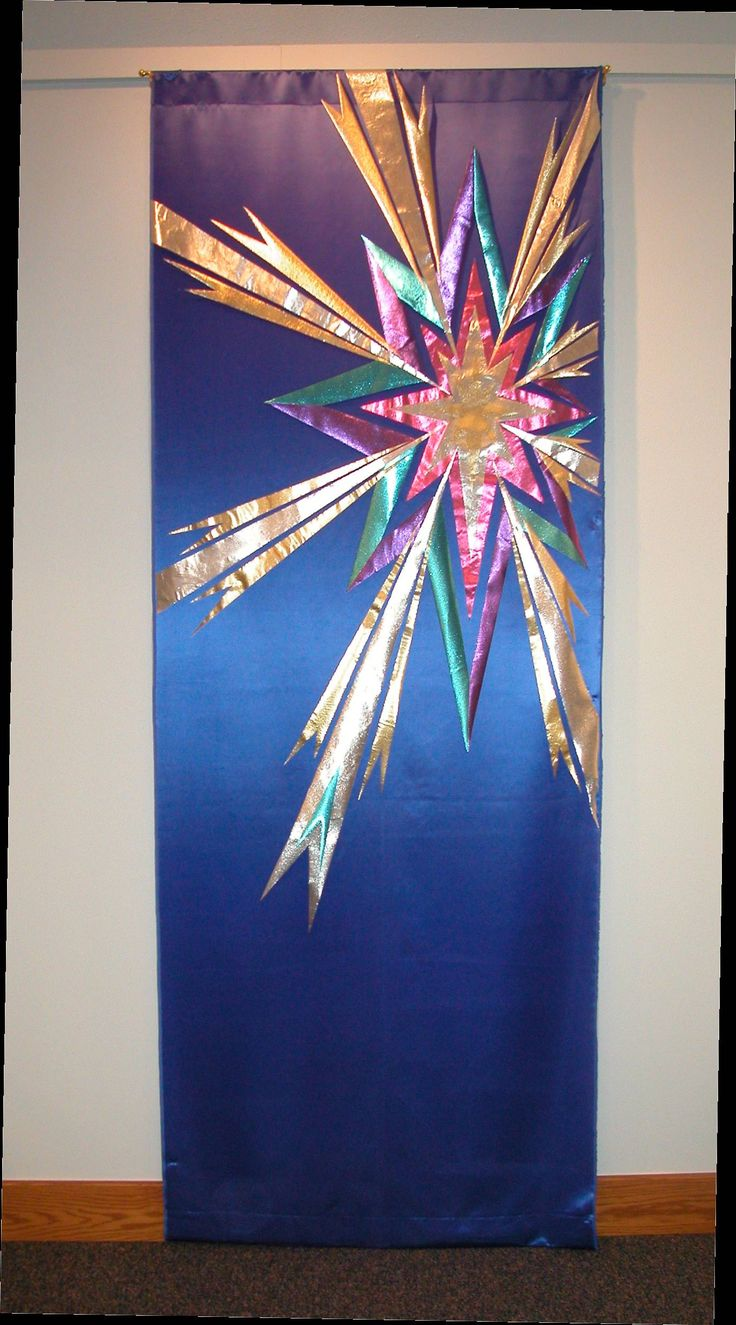 Advent Star by Joanne Alberda The series began with a center section of the star on the first Sunday of Advent. Each week additional element were added.