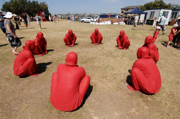 'Meeting 1' by Wang Shugang. At the Sculpture by the Sea festival 2011, Bondi Beach (Sydney, Australia). Photo Clyde Yee.