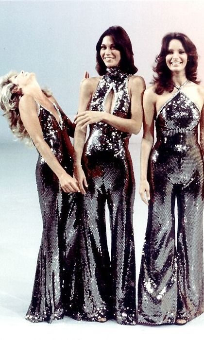 Kate Jackson, Farrah & Jaclyn Smith are giving us serious 70s vibes in this vintage Charlies Angeles picture..