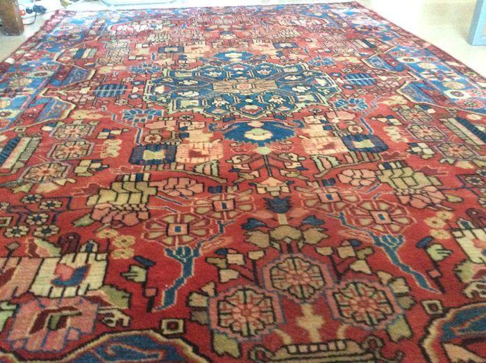 Handgeknoopt Antiek Perzisch Tapijt Nahavand, 148 x 224 cm, Iran, Rond 1920 Wol op katoen, in goede staat Nahavand is een stad in de provincie Hamadan, gelegen in het westelijk deel van Iran. De tapijten zijn stevig, met elementen van nomadische en geometrische motieven en worden gezien als de toonaangevende tapijten vervaardigd on dit gebied. Technische specificaties:  Pool: wol Inslag: wol Schering: katoen Knoop: asymmetrisch Knoopdichtheid: 80.000 - 160.000 knopen per vierkante meter