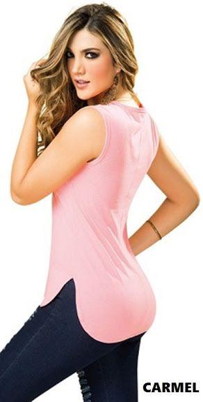 Blusa con corte en el centro de la espalda y cola de pato