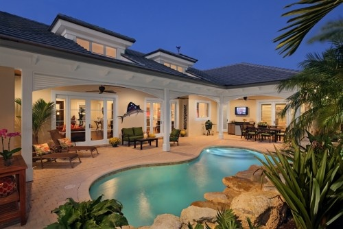 Beautiful pool!! -- p.s. this website is dangerously addicting!