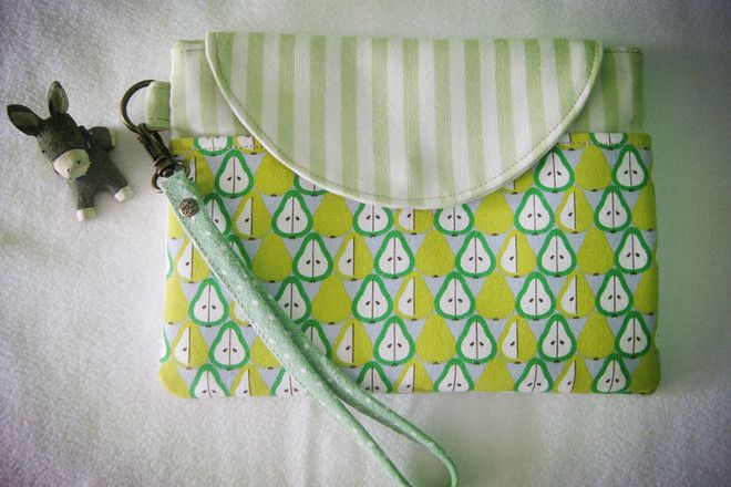 """Tablet Sleeve / Laptop Case - S$23  """"Full time housewife, mother of 2 and enjoy my crafting world at a smoking free house"""" - Akka Tee #artdew"""