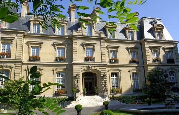 Hotel Chic   Design Lessons from Saint James Paris