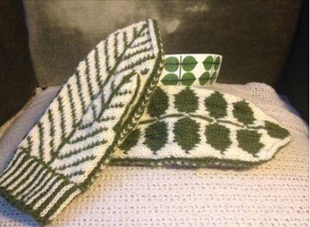 Mittens by Pia Krook from a Swedish china pattern, Berså by Stig Lindberg