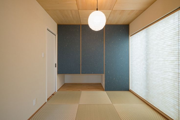珪藻土の壁と本物のイグサの畳を使った和室。
