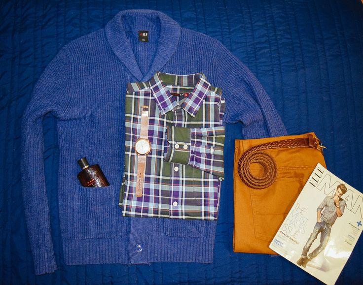 Cardigan Azul ceruleo Shaul Collar 4KF Almacenes Garcìa. Pantalon Ocre Regent Street. Camisa a cuadros 4KF (Marca exclusiva de Almacenes Garcìa).