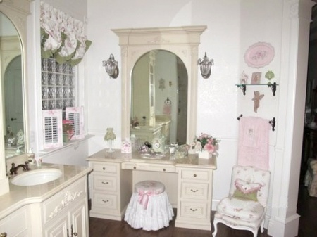 Dressing table: Bathroom Furniture, Charms Bathroom, Dreams Bathroom, Beautiful Bathroom, Shabby Chic Bathrooms, Bathroom Ideas, Shabby Bathroom, Bathroom Decor, Bathroom View
