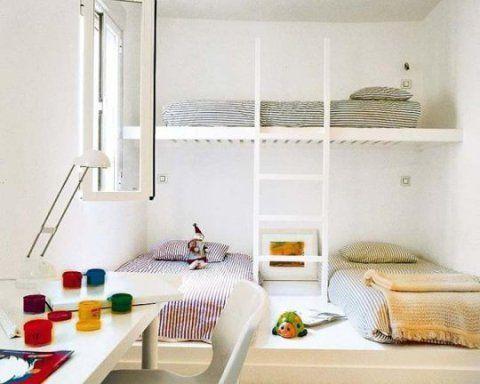A cama suspensa é uma ótima solução para quartos com várias crianças. Nessa ideia uma das camas dá acesso a outras duas. Cama da Automatism.