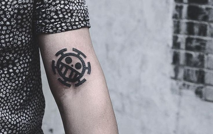 """One piece"" tattoo by Kyle.  @kyo_koko  #thefineartfactory #goldenirontattoostudio #teamgoldeniron"
