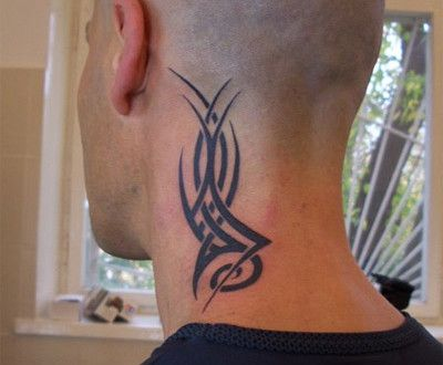 tribal tatouage homme cou