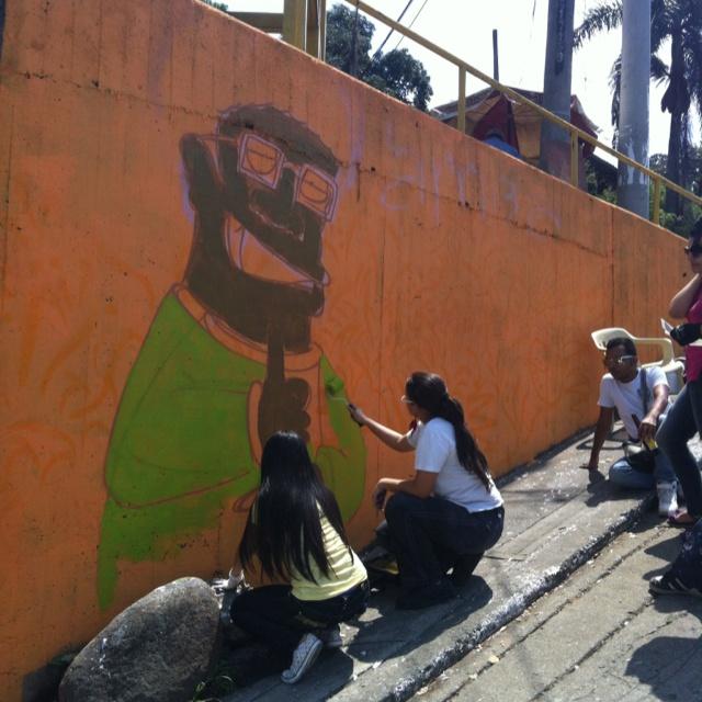 Pintando la Comuna 1,  Barrio marginal en Cali, Colombia para hacer la diferencia! Proyecto ciudadano sin animo de lucro!
