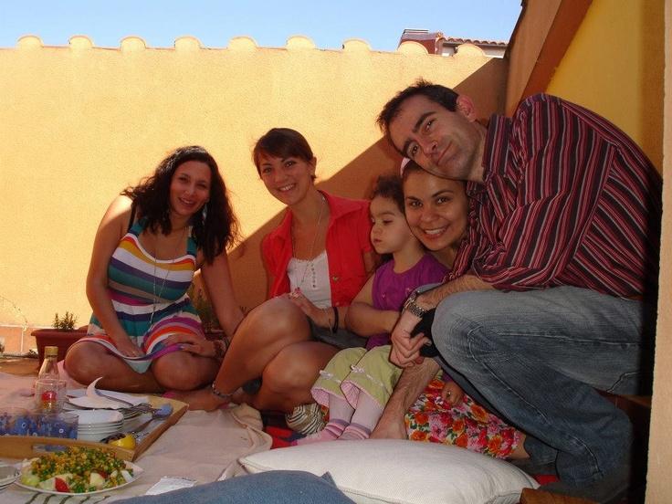 La #familia anfitriona con sus niñas: francesa y eslovena, celebrando la Pascua Francesa. #Intercambio cultural #Inmersion