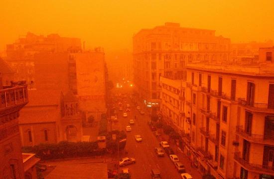 Google Image Result for http://images.travelpod.com/users/york_tyke/rtw_adventure.1146889140.01_cairo_dust_storm.jpg