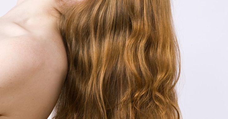 Cómo suavizar tu cabello en casa. No tienes que ir a la peluquería para conseguir un cabello suave y saludable. De hecho, ni siquiera necesitas gastar dinero extra en tratamientos comerciales para suavizar tu cabello. Hay una amplia gama de artículos del hogar que lo dejarán suave y brillante en forma eficaz y con muy poco dinero. Ya que el cabello no es igual en todas las ...