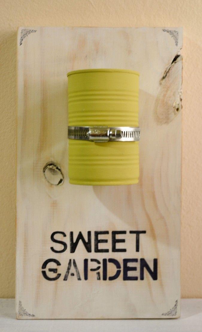 Porta maceta sobre madera de 33x18cm con lata reciclada (color a elección) y Escritura!