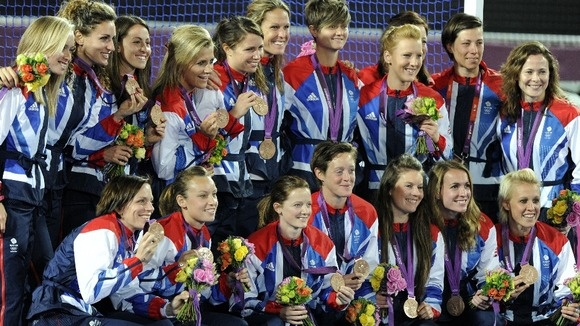 Crista Cullen, Beth Storry, Kate Walsh, Alex Danson, Sally Walton, Anne Panter, Hannah Macleod, Ashleigh Ball, Georgie Twigg, Nicola White, Laura Unsworth, Helen Richardson, Chloe Rogers, Sarah Thomas, Laura Bartlett, and Emily Maguire – Bronze Medal – Women's Hockey