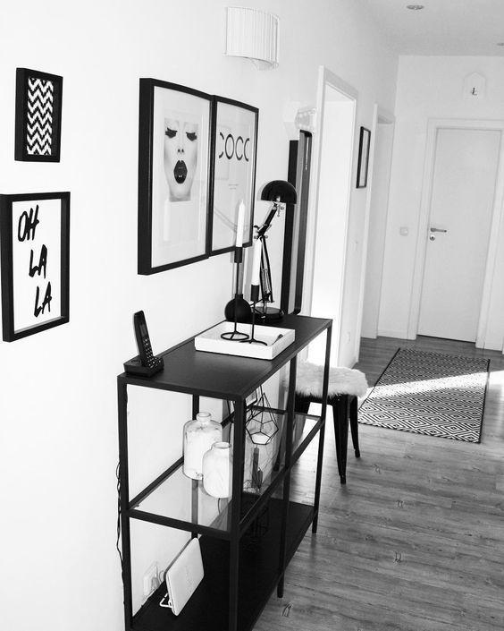 CLEAN MODERN – Klare Formen und pures Design in dezenten Farben! Mit diesen Interior-Pieces sorgst Du für eine schlichte aber dennoch einzigartige Dekoration in Deinem Zuhause. Die perfekten Accessoires für einen modernen Look findest Du bei WestwingNow! // Flur Eingang Teppich Läufer Kommode Sideboard Deko Dekoration Bilder Gallerywall Ideen Einrichten Monochrom Schwarz Weiss Trend #Flur #Eingang #Teppich #Läufer #Kommode #Sidebaord #Deko #Dekoration #Bilder #Gallerywall #Ideen @my_home_today