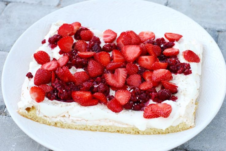 Pinocchiotårta med hallon & jordgubbar!