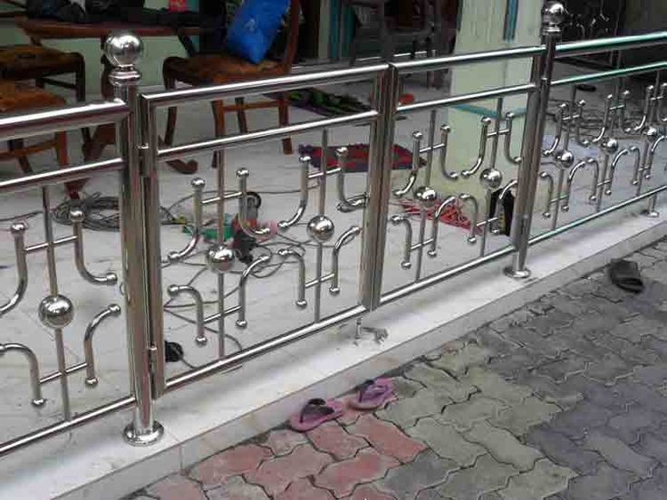 Best 25 balcony railing design ideas on pinterest for Terrace railing design