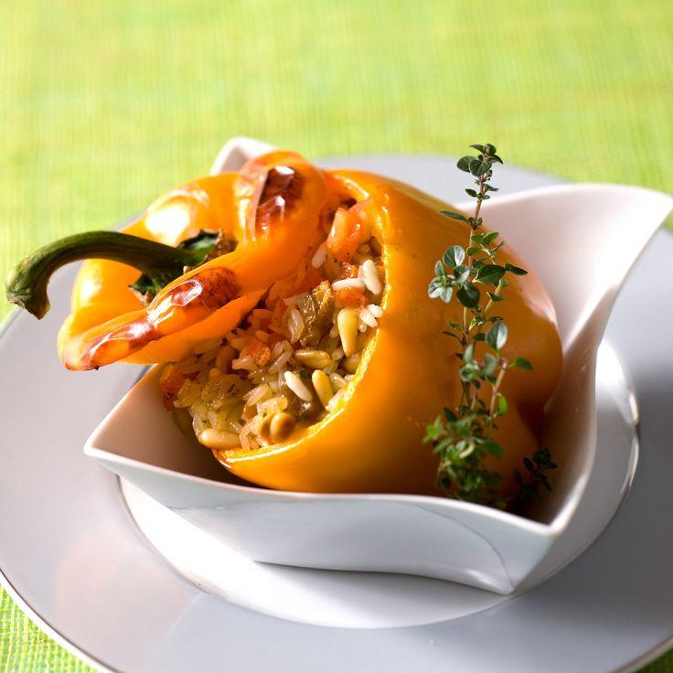 Découvrez la recette Poivrons farcis au riz sur cuisineactuelle.fr.