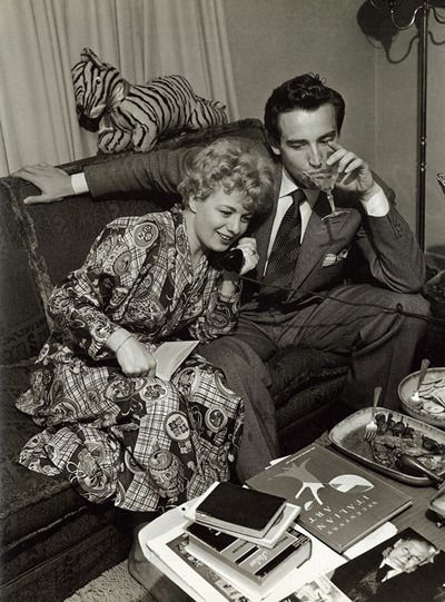 Shelley Winters at home with her second husband, the Italian actor Vittorio Gassman  #VittorioGassman #italian #cinema #actor #neorealism #movie