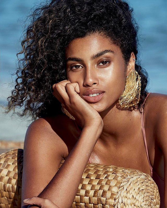 "As April cover model #ImaanHammam was growing up she had a hard time finding role models who looked like her. Im half Moroccan half Egyptian and I was born in Amsterdam"" she explained. ""Im Muslim and Im super proud of my heritage and of my roots."" Now she aims to help young girls who dont always see themselves in the world. ""There arent many Arabic models and being an African-Arabic model Im trying to open doors for more Arabic girls.  All of our cover stars open up about diversity and the…"