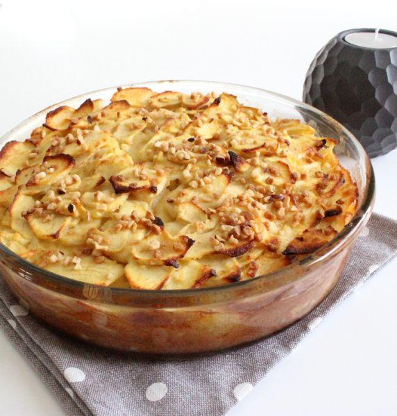 Un gâteau léger, idéal pour se faire plaisir sans culpcabilité et...ultra connu de tous grâce à la merveilleuse recette d'Eryn et sa folle cuisine, que l'on ne présente plus! J'ai juste remplacer les poires et les pommes par du 100% pommes et ajouter...