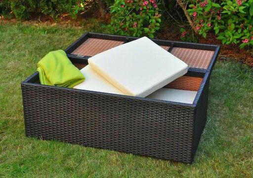 Skrzynia do przechowywania. Jeśli chcecie mieć swoje poduchy zawsze pod ręką to jest to obowiązkowy mebel w ogrodzie lub na tarasie czy balkonie.