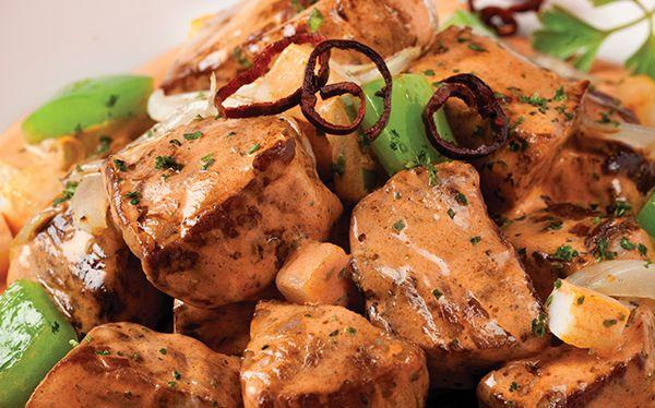 Recetas de puntas de filete en guajillo | ¡Qué delicia! Sabrosas puntas de filete de res, guisadas con una rica crema de chile guajillo.