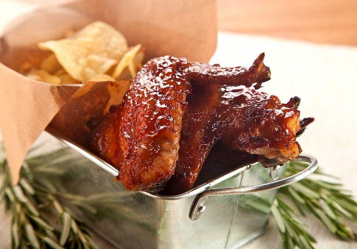 Ali di Pollo Dorate in Salsa BBQ al Miele