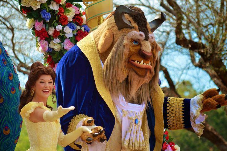 Встречаемся с принцессой Бель из мультика Красавица и Чудовище в парке Д...